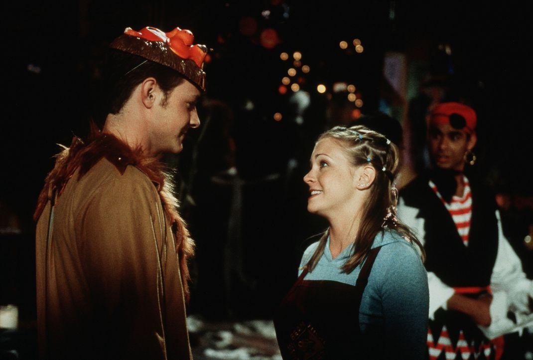 Sabrina (Melissa Joan Hart, r.) hat sich in Josh (David Lascher, l.) verliebt ... - Bildquelle: Paramount Pictures