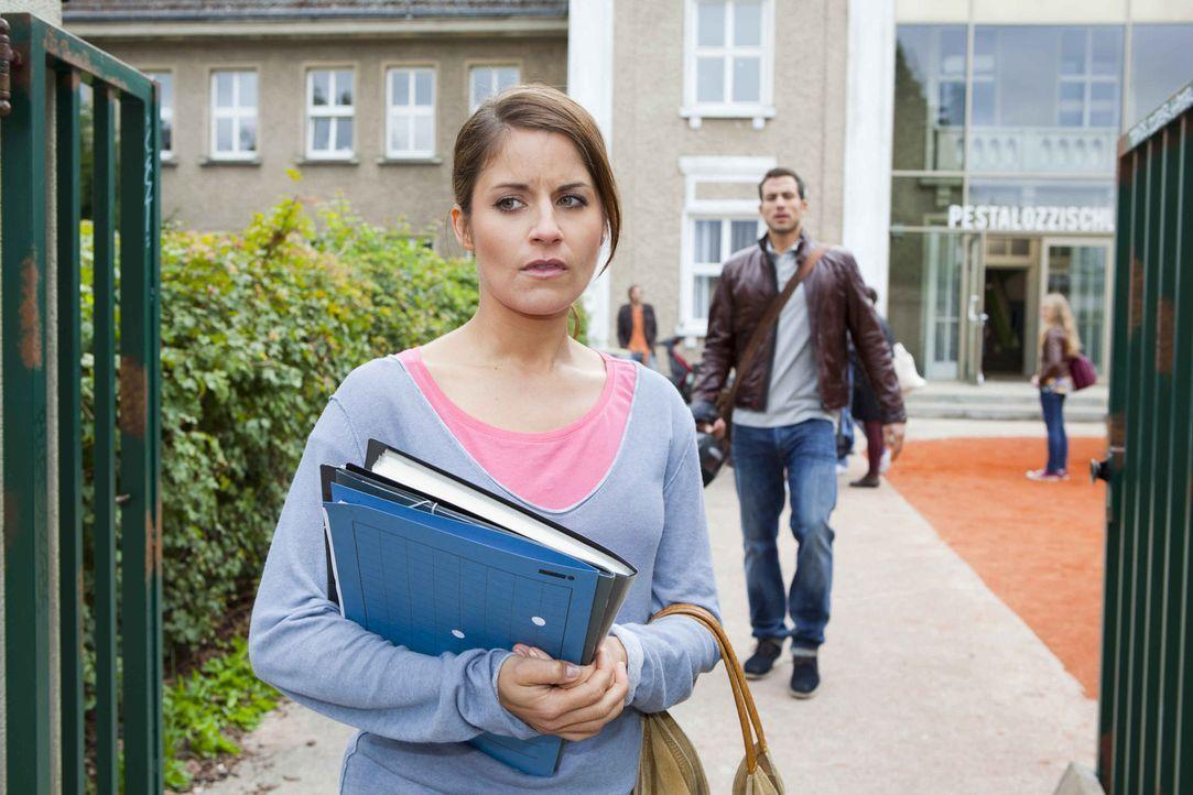 Bens Liebesgeständnis macht Bea (Vanessa Jung, l.) schwer zu schaffen. Um auf andere Gedanken zu kommen, geht sie schließlich auf Michaels (Andrea... - Bildquelle: David Saretzki SAT.1