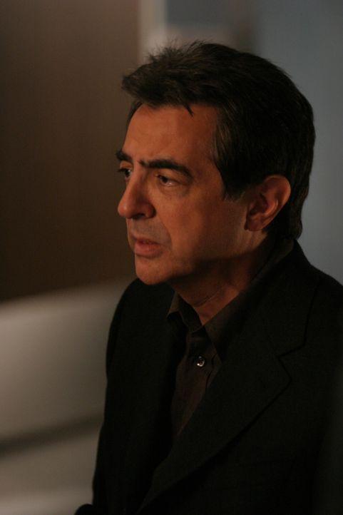 Macht sich Sorgen um seine Tochter Joan, die ins Krankenhaus eingeliefert wurde: Will Girardi (Joe Mantegna) ... - Bildquelle: Sony Pictures Television