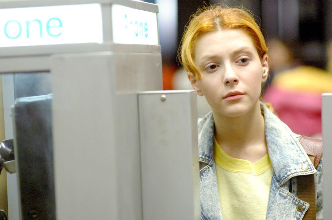 Was geschah im Jahr 1989 mit der jungen Nadia Koslov (Elena Satine)? - Bildquelle: Warner Bros.