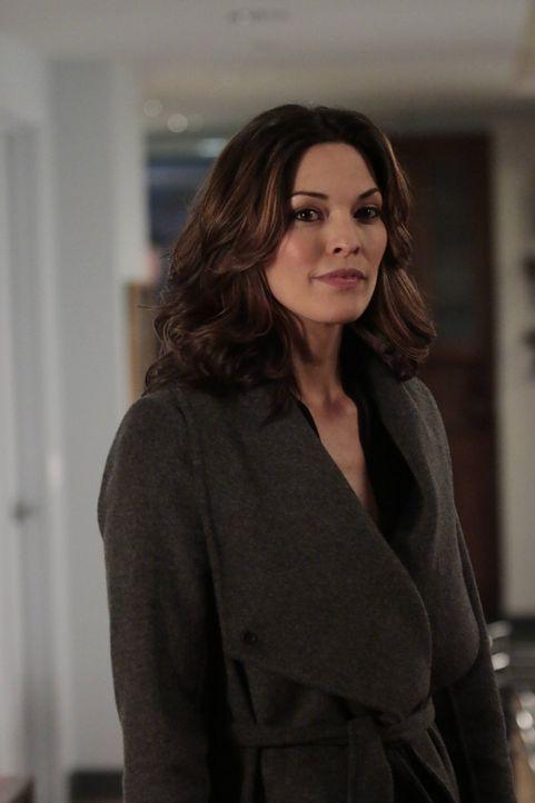 Entdeckt Jo (Alana De La Garza) zum ersten Mal, seit dem Tod ihres Mannes, die Romantik wieder? - Bildquelle: Warner Bros. Television
