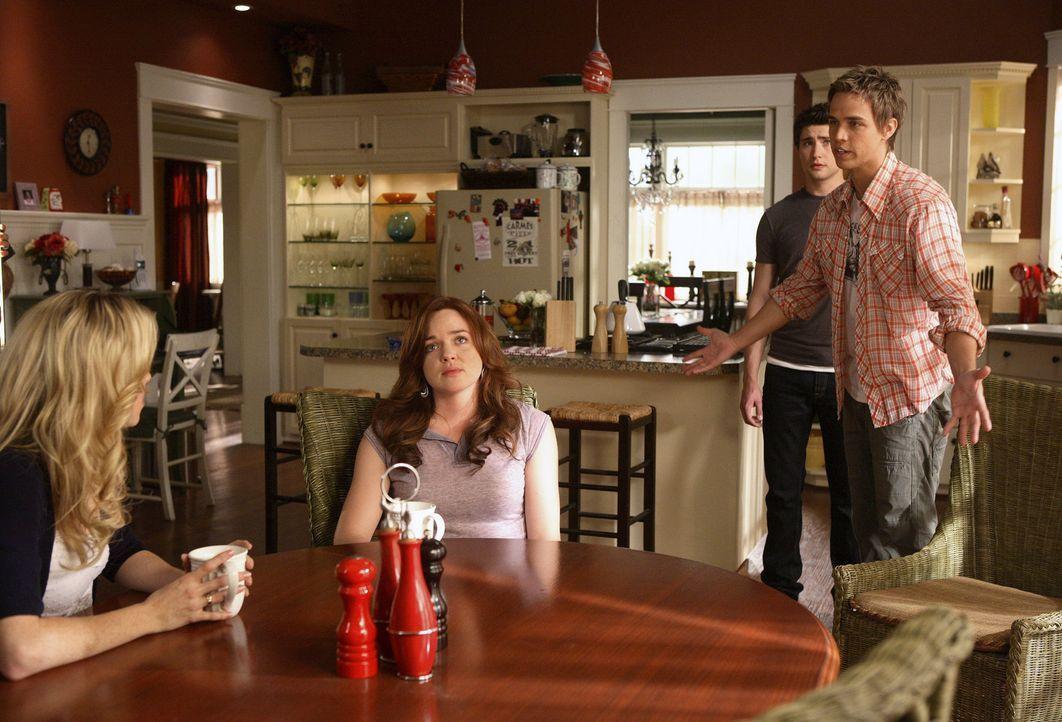 Gemeinsam suchen sie nach einer Lösung, um Jessie zu finden: Kyle (Matt Dallas, hinten), Declan (Chris Olivero, r.), Lori (April Matson, M.) und Am... - Bildquelle: TOUCHSTONE TELEVISION