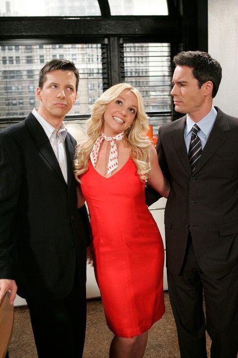 Sind noch nicht ganz überzeugt von Amber-Louise (Britney Spears, M.): Jack (Sean Hayes, l.) und Will (Eric McCormack, r.) ... - Bildquelle: Chris Haston NBC Productions