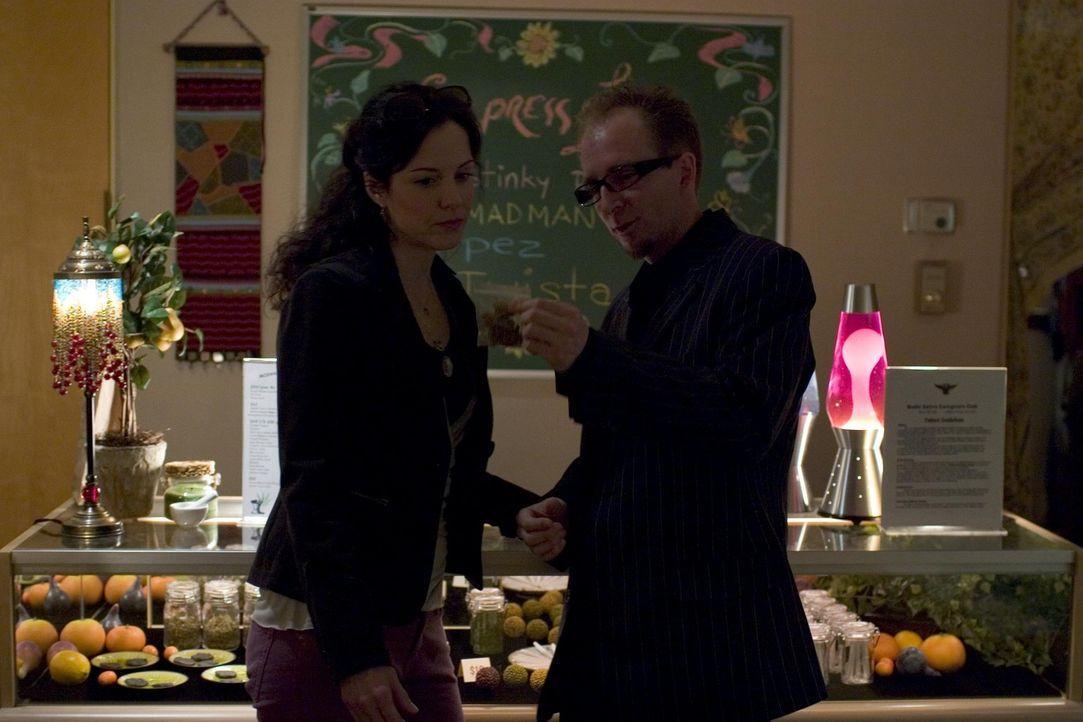Nancy (Mary-Louise Parker, l.) bekommt Dealer-Konkurrenz ... - Bildquelle: Lions Gate Television