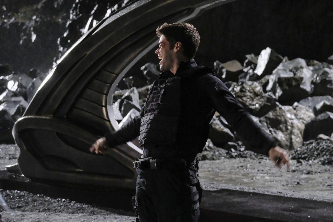 Versucht mit seinen speziellen Fähigkeiten Supergirl und Mon-El zurück auf die Erde zu holen: Winn (Jeremy Jordan) ... - Bildquelle: 2016 Warner Bros. Entertainment, Inc.
