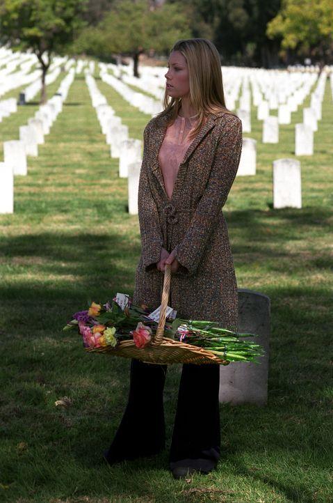 Auch Mary (Jessica Biel) ist von der Trauer der Anwesenden überwältigt ... - Bildquelle: The WB Television Network