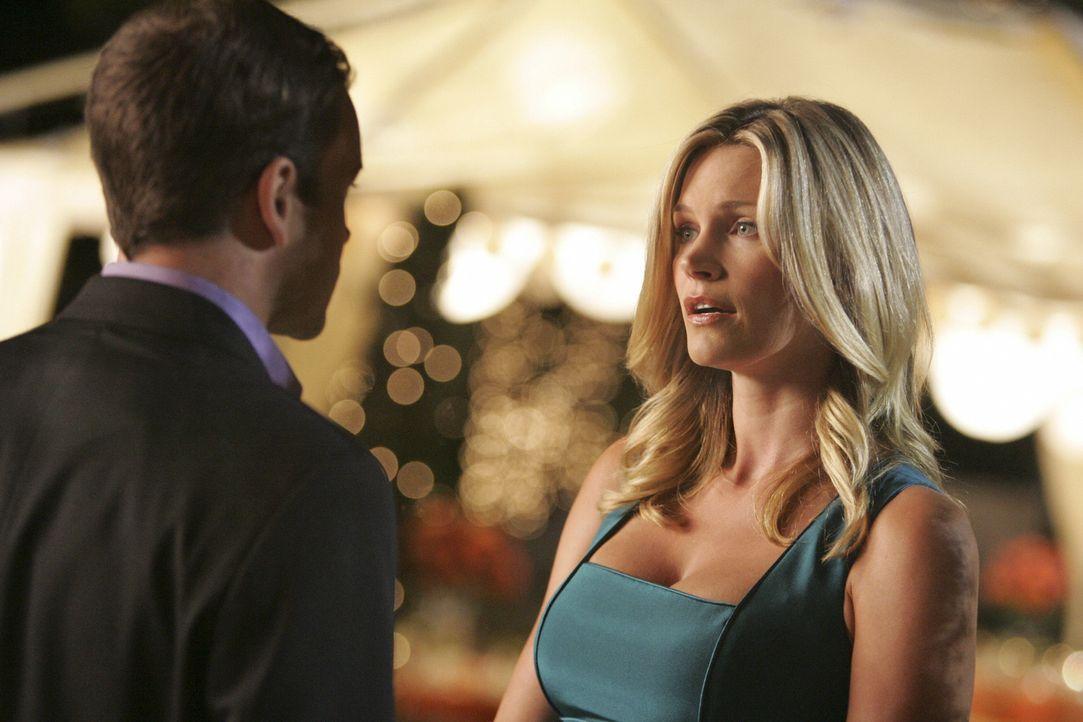 Die Verlobungsfeier ist voll im Gang, doch Eli (Jonny Lee Miller, l.) und Taylor (Natasha Henstridge, r.) müssen noch einges untereinander klären ..... - Bildquelle: Disney - ABC International Television