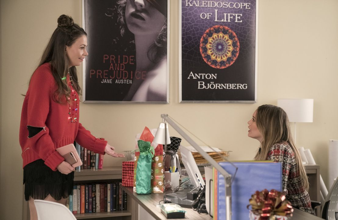 Liza Miller (Sutton Foster, l.); Kelsey Peters (Hilary Duff, r.) - Bildquelle: Hudson Street Productions Inc 2018