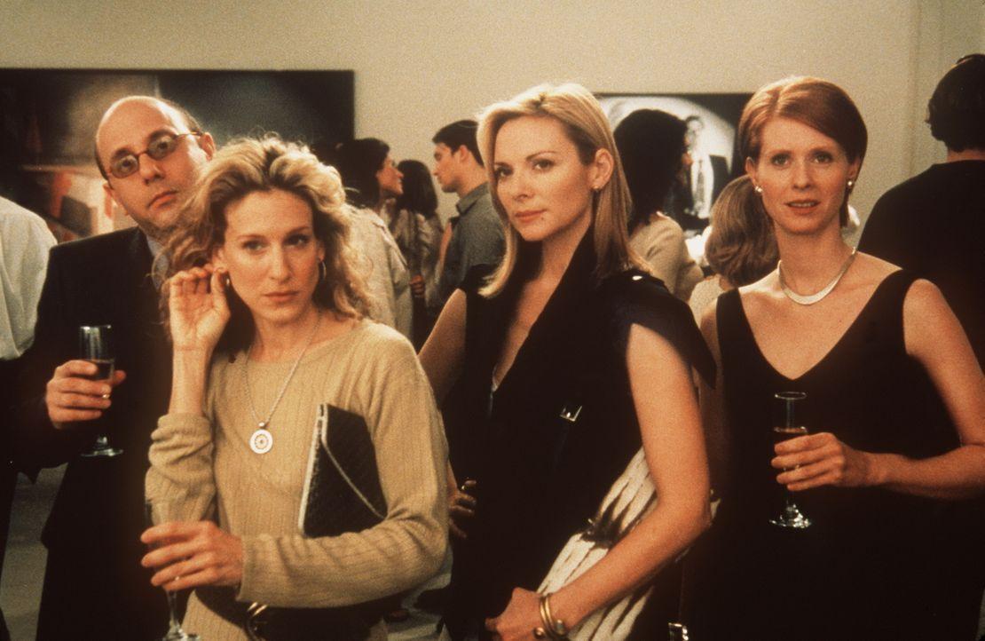(v.l.n.r.) Charlotte stellt in ihrer Galerie die Fotoinstallationen von Baird Johnson aus, dessen Spezialität es ist, Frauen als Männer zu verkleide... - Bildquelle: Paramount Pictures
