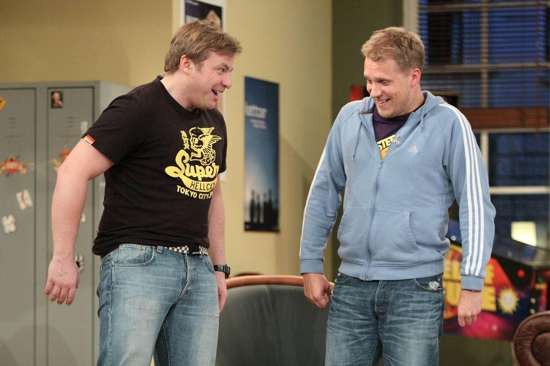 Machen sich etwas über Jürgen lustig: Martin (l.) und Oliver (r.) ... - Bildquelle: Frank Hempel SAT.1
