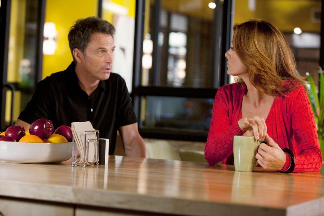 Während sich Pete (Tim Daly, l.) über seine bevorstehende Hochzeit freut, steckt Addison (Kate Walsh, r.) in einem Gewissenskonflikt ... - Bildquelle: ABC Studios