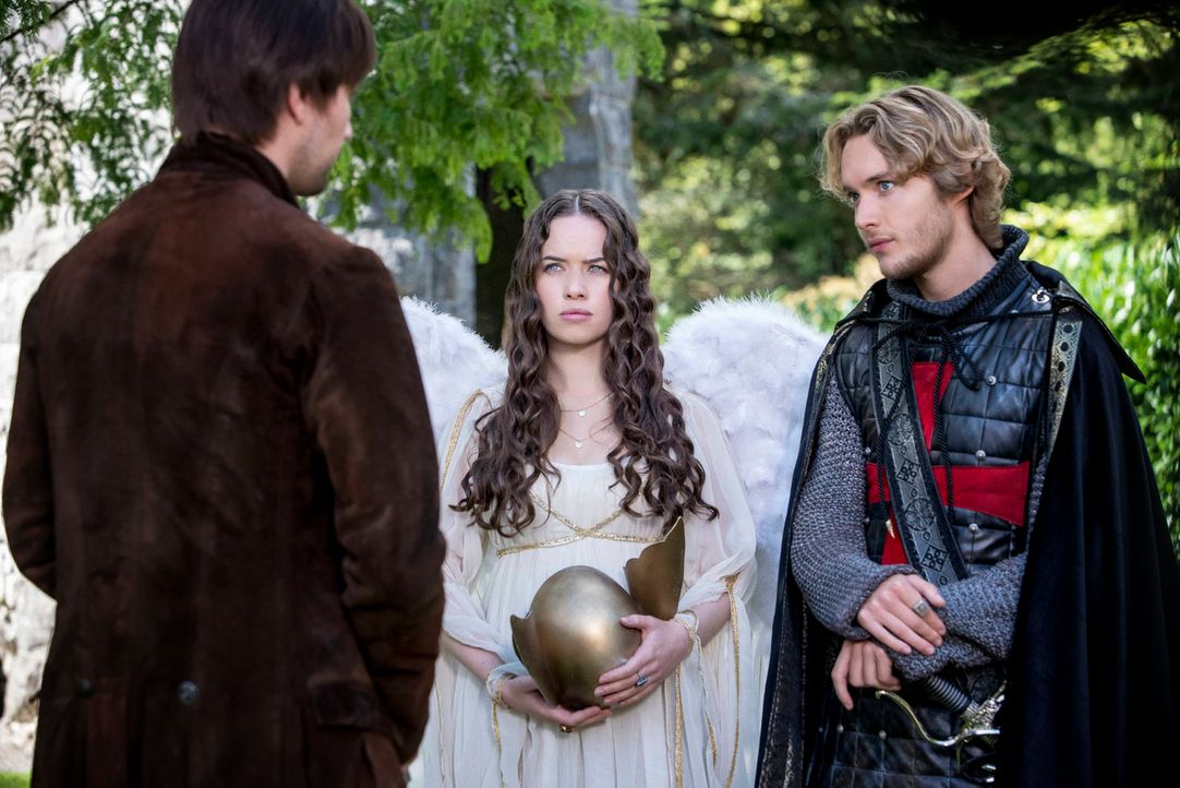 "Sind in großer Sorge um Mary, die nun dem Prinzen von Portugal versprochen ist: Sebastian ""Bash"" (Torrance Coombs, l.), Lola (Anna Popplewell, M.) u... - Bildquelle: Bernard Walsh 2013 The CW Network, LLC. All rights reserved."