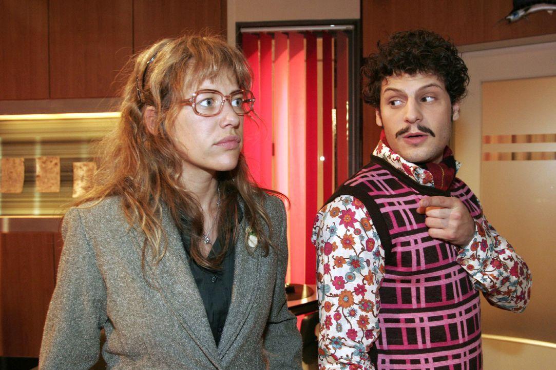 Lisa (Alexandra Neldel, l.) schlägt dem überraschten Rokko (Manuel Cortez, r.) nach dem verpatzten Date ein erneutes Treffen vor. (Dieses Foto von A... - Bildquelle: Noreen Flynn SAT.1 / Noreen Flynn