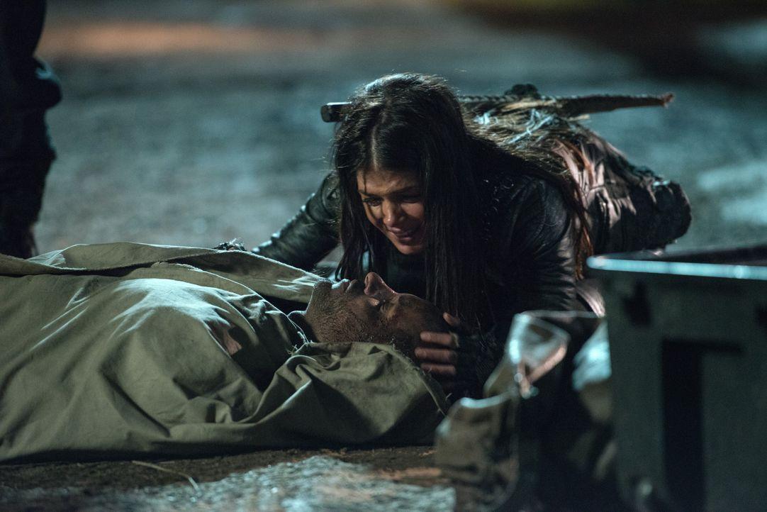 Bei ihrer Rückkehr nach Arkadia wird Octavia (Marie Avgeropoulos) von Trauer übermannt, doch die Trauer bleibt nicht ihr einziges Problem ... - Bildquelle: 2014 Warner Brothers