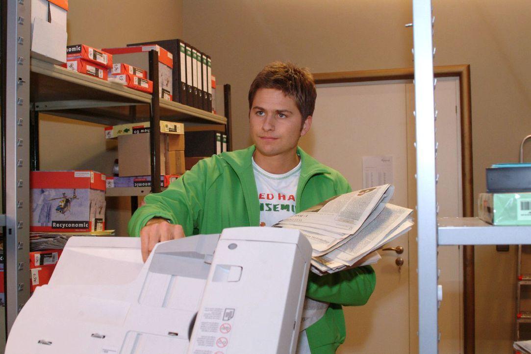 Timo (Matthias Dietrich) ist unzufrieden mit seinem Job. - Bildquelle: Monika Schürle SAT.1 / Monika Schürle