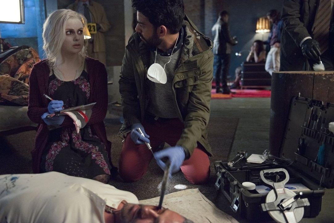 Der Mord an einem Künstler stellt Liv (Rose McIver, l.) und Ravi (Rahul Kohli, r.) vor ein Rätsel ... - Bildquelle: Warner Brothers
