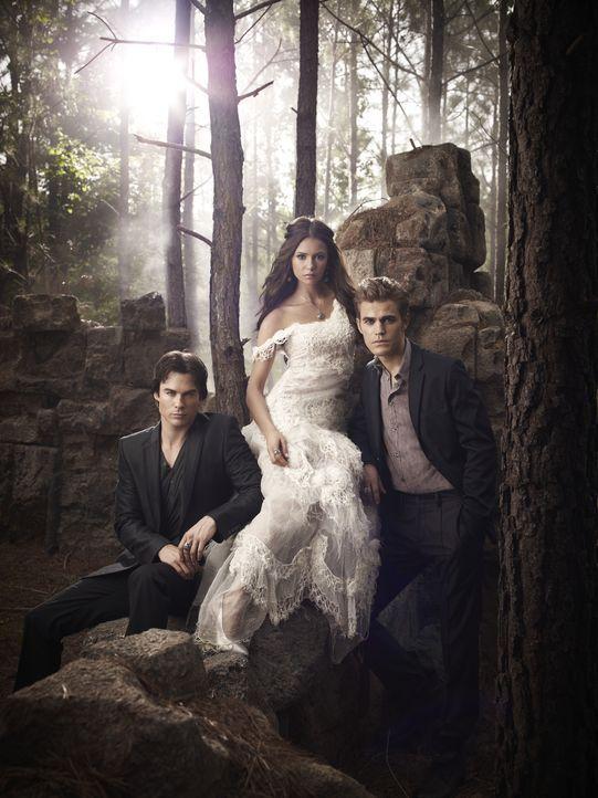 (2. Staffel) - Wird sie es schaffen die Salvator Brüder Stefan (Paul Wesley, r.) und Damon (Ian Somerhalder, l.) erneut gegeneinander auszuspielen?... - Bildquelle: Warner Brothers
