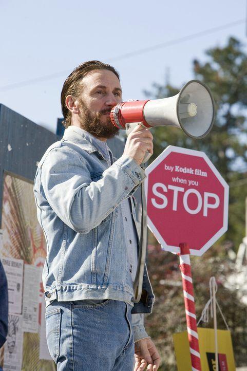 Harvey Milk (Sean Penn) beschließt, sich mehr für die Rechte der Schwulen einzusetzen und gibt seine Kandidatur für den Stadtrat von San Francisc...