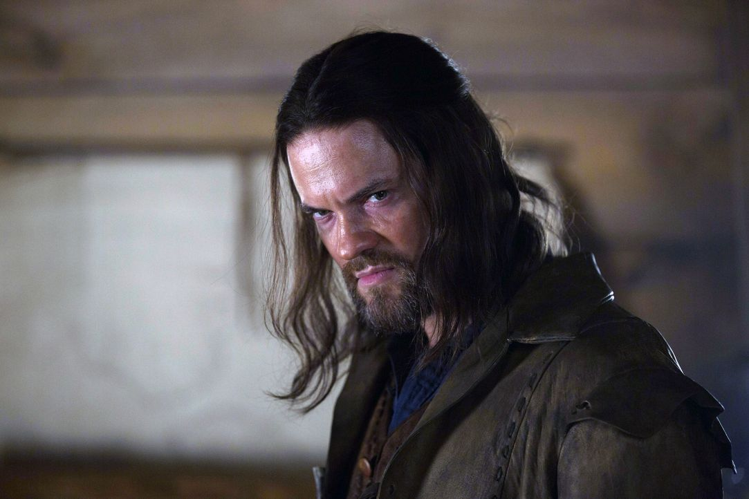 Noch ahnt John (Shane West) nicht, dass er mehr denn je ins Fadenkreuz der Hexen geraten ist ... - Bildquelle: 2013-2014 Fox and its related entities.  All rights reserved.
