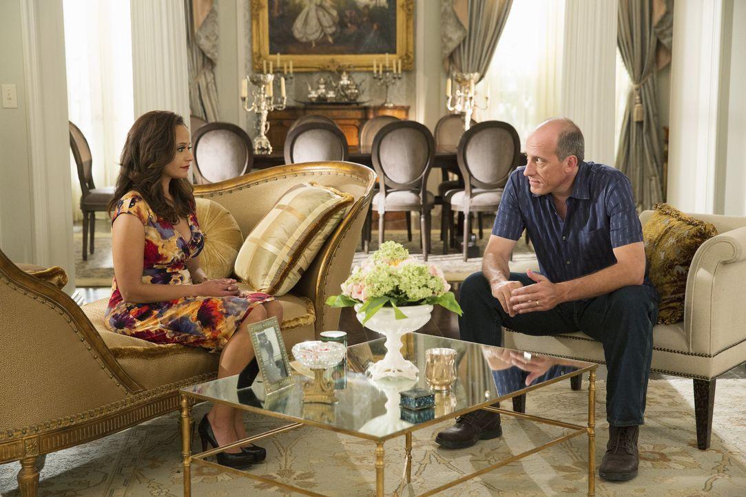 Zoila (Judy Reyes, l.) hatte sich eindeutig etwas anderes von dem Gespräch mit Pablo (Alex Fernandez, r.) erhofft ... - Bildquelle: 2014 ABC Studios