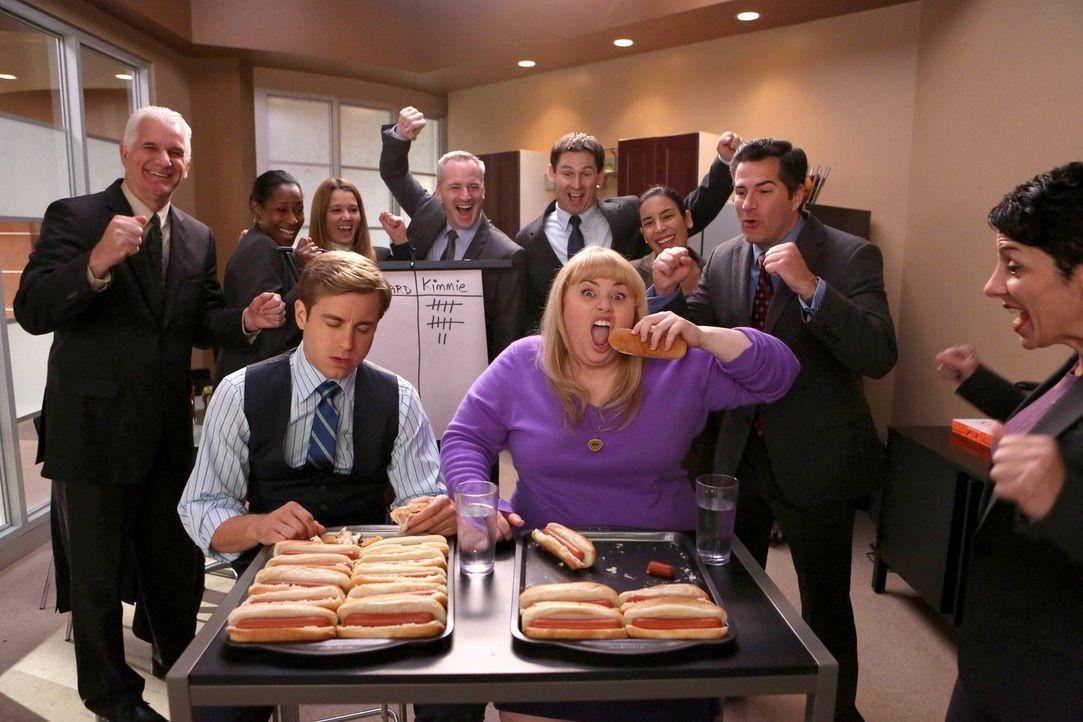 Der Verlierer des Hotdog-Battles muss den Gewinner einen gesamtem Monat lang rumkutschieren: Und es sieht so aus, als würde Kimmie (Rebel Wilson, vo... - Bildquelle: Warner Brothers