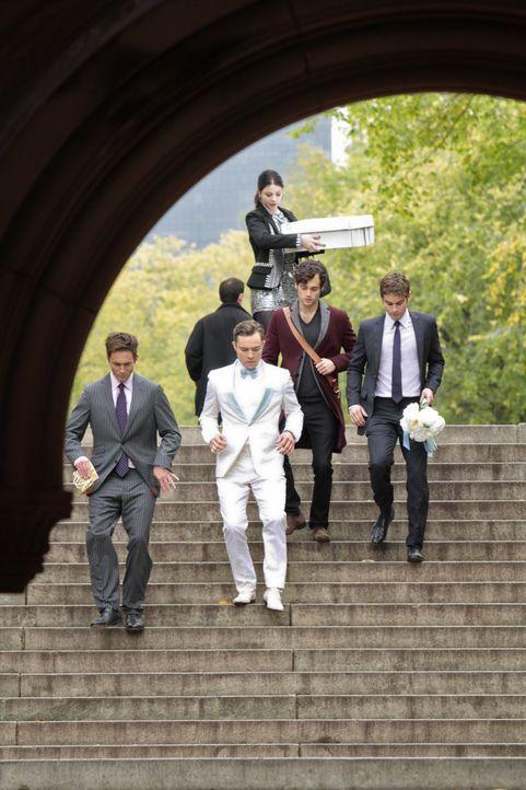 Jack, Chuck, Dan, Nate und Georgina - Bildquelle: Warner Bros. Television