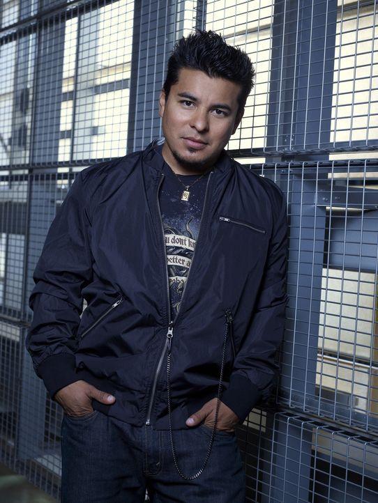 (1. Staffel) - Sein Arbeitsplatz ist das Leichenschauhaus: Guillermo (Jacob Vargas) ist ebenfalls ein Vampir und verdient sich als Dealer von Blutko... - Bildquelle: Warner Brothers