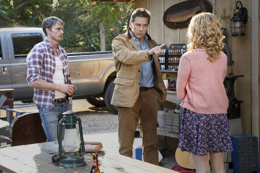Magnolia (Claudia Lee, r.) möchte unbedingt mehr Zeit mit Wade (Wilson Bethel, l.) verbringen und wiedersetzt sich dafür sogar den Regeln ihres Vate... - Bildquelle: Warner Bros.