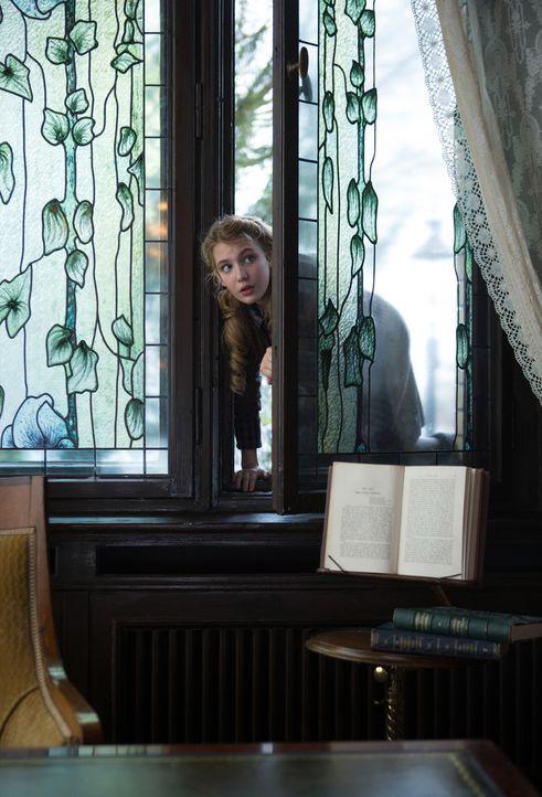 Die junge Liesel (Sophie Nélisse) liebt das geschrieben Wort. Doch in einer Welt voller Furcht und Gewalt könnte ihre Leidenschaft für Bücher das ju... - Bildquelle: Jules Heather TM and   2013 Twentieth Century Fox Film Corporation.  All Rights Reserved.