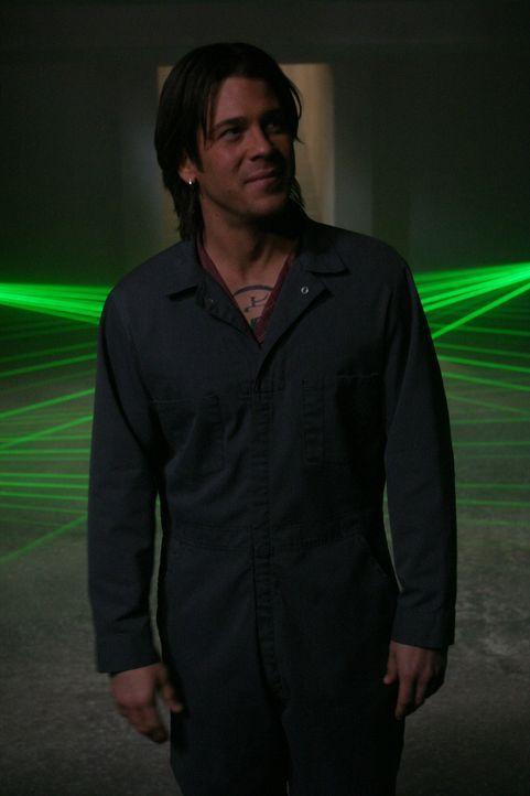 Als er von Cordealias Erwachen erfährt, intensiviert Lindsey (Christian Kane) seine Aktivitäten und hetzt Spike auf Cordelia ... - Bildquelle: The WB Television Network