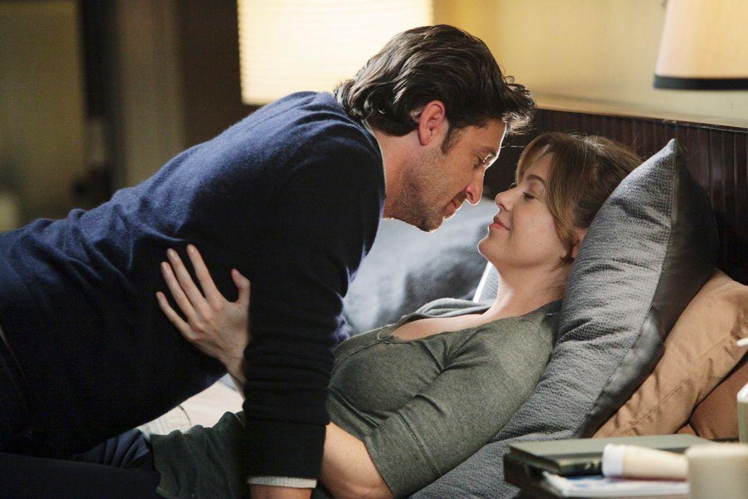 Während Cristina und Owen auf Wohnungssuche sind, versucht Derek (Patrick Dempsey, l.) Meredith (Ellen Pompeo, r.) nach einem Gynäkologenbesuch wied... - Bildquelle: ABC Studios