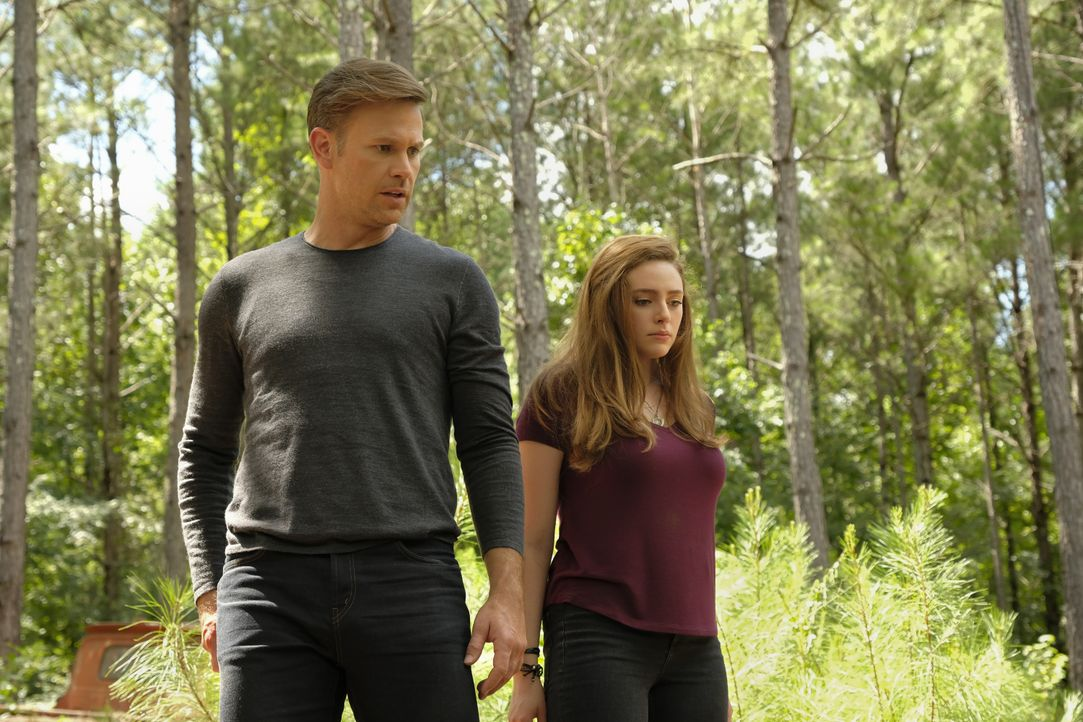 Alaric Saltzman (Matt Davis, l.); Hope Mikaelson (Danielle Rose Russell, r.) - Bildquelle: Mark Hill 2018 The CW Network, LLC. All Rights Reserved. / Mark Hill