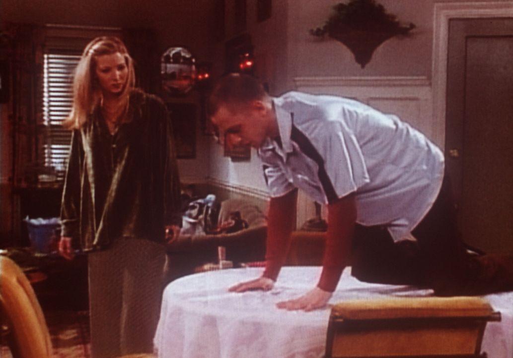 Frank (Giovanni Ribisi, r.) ist völlig am Ende: Soeben hat seine Beinahe-Ehefrau mit ihm Schluss gemacht. Seine Schwester Phoebe (Lisa Kudrow, l.)... - Bildquelle: TM+  2000 WARNER BROS.