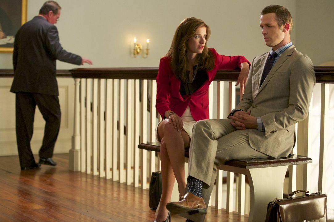 Lee Anns Verhandlungen stehen bevor. Jamie (Anna Wood, M.) und Roy (Cam Gigandet, r.) müssen all ihr Können einsetzen, um den jeweils anderen so sch... - Bildquelle: 2013 CBS BROADCASTING INC. ALL RIGHTS RESERVED.