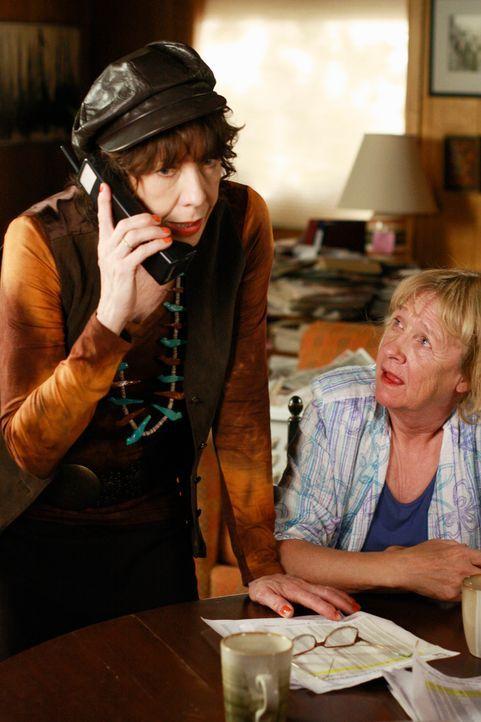 Forschen weiter in Daves Leben: Mrs. McCluskey (Kathryn Joosten, r.) ihre Schwester Roberta (Lily Tomlin, l.) ... - Bildquelle: ABC Studios