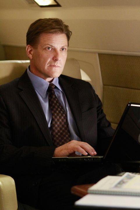 Währen Andrew endlich ehrlich zu Carlos sein möchte, bringt Tom (Doug Savant) einen riesigen Willkommensbonus von seiner neuen Firma nach Hause ... - Bildquelle: ABC Studios