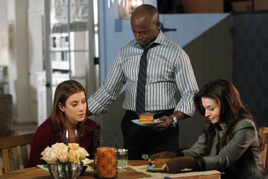 Während Charlotte und Cooper versuchen einander wieder näher zu kommen, haben Sam (Taye Diggs, M.), Addison (Kate Walsh, l.) und Amelia (Caterina... - Bildquelle: ABC Studios