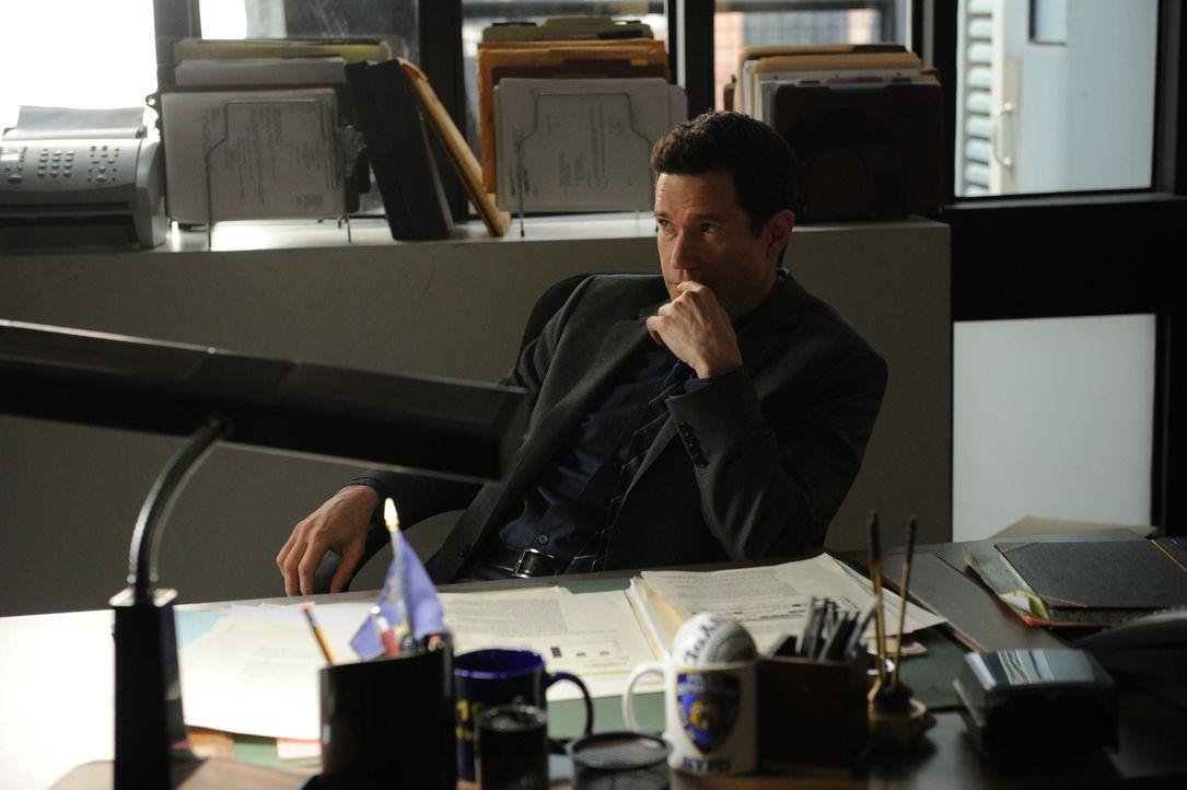 Ahnt noch nicht, was auf ihn zukommen wird: Al (Dylan Walsh) ... - Bildquelle: 2011 CBS Broadcasting Inc. All Rights Reserved.