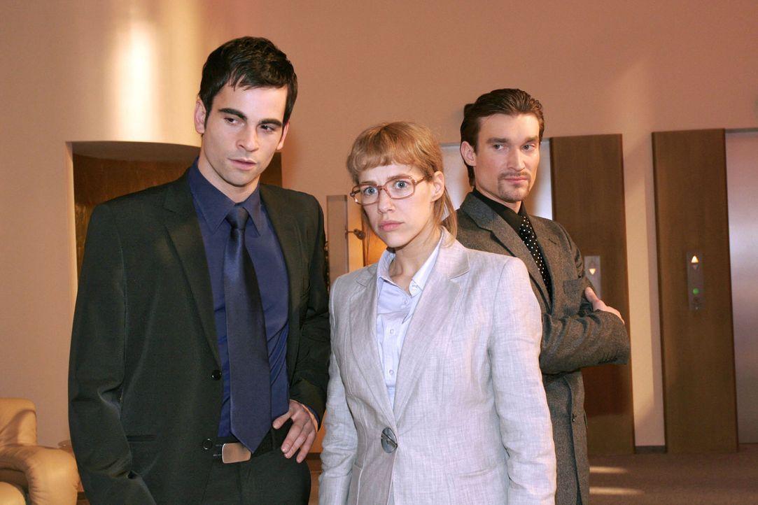 Ob das gut geht? David (Mathis Künzler, l.) hat auf der Vorstandssitzung zum Entsetzen von Lisa (Alexandra Neldel, M.) und zum Misstrauen von Richa... - Bildquelle: Sat.1