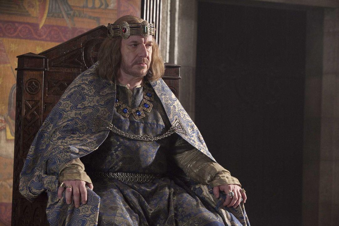 Als König Heinrich I. (Clive Wood) erfährt, dass der Thronfolger vor der Küste der Normandie ertrunken ist, befürchtet er, dass nach seinem Tod... - Bildquelle: Egon Endrenyi Tandem Productions GmbH / Pillars Productions (Ontario) Inc. / Pillars Productions (Muse) Inc. All rights reserved.