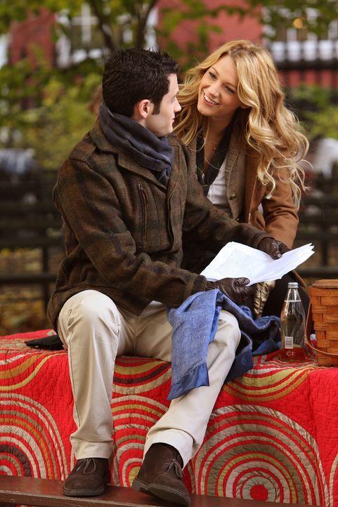 Dan (Penn Badgley, l.) ist schrecklich verschossen in Serena (Blake Lively, r.) und gesteht ihr seine Liebe ... - Bildquelle: Warner Brothers