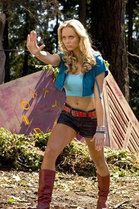 Obwohl Clark ihr davon abrät, will sich Kara (Laura Vandervoort) nicht verkriechen, bis sie ihre Kräfte unter Kontrolle hat ... - Bildquelle: Warner Bros.