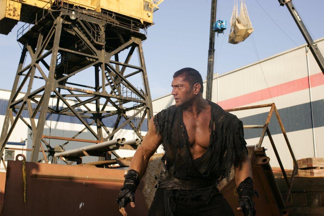 Aldar (Dave Batista) ist nicht nur übermenschlich stark, er kann auch die Knochen aus menschlichen Körpern entfernen ... - Bildquelle: Warner Bros.