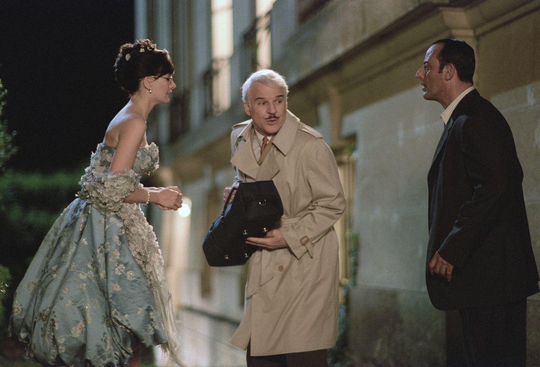 Ein (fast) perfektes Team: Sekretärin Nicole (Emily Mortimer, l.), Inspektor Clouseau (Steve Martin, M.) und Gendarme Gilbert Ponton (Jean Reno, r.... - Bildquelle: Metro-Goldwyn-Mayer Studios Inc. All Rights Reserved.