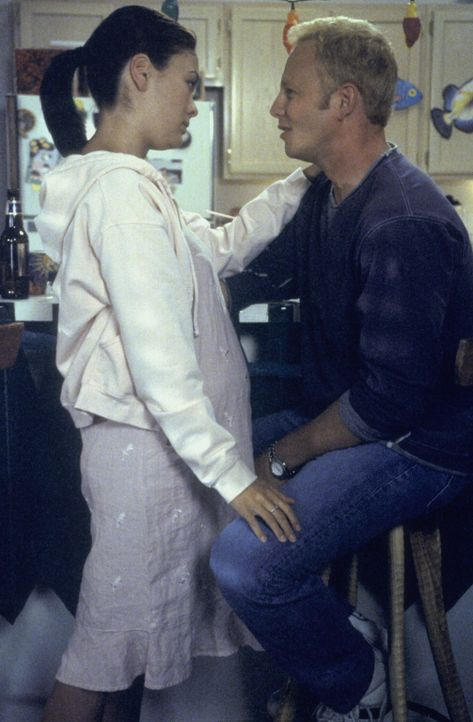 Janet (Lindsay Price, l.) und Steve (Ian Ziering, r.) beschreiten gemeinsam einen neuen Weg. Doch sind sie wirklich vorbereitet auf das, was sie erw... - Bildquelle: Paramount Pictures