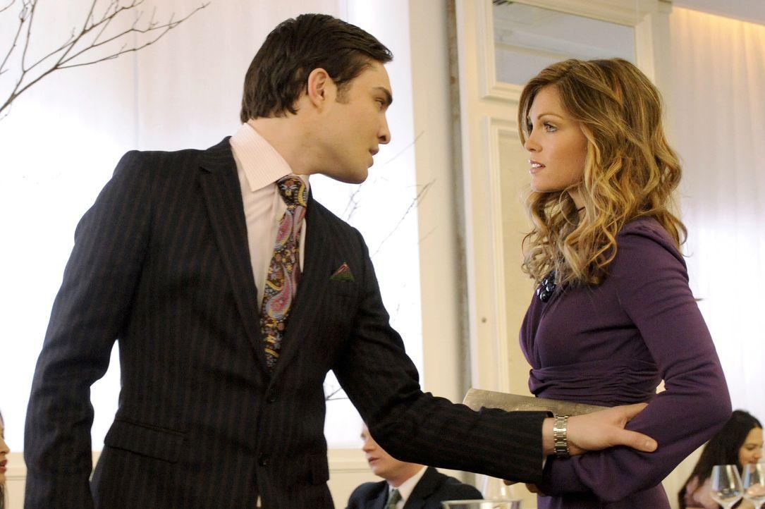 Chuck (Ed Westwick, l.) macht sich Sorgen um Elle (Kate French, r.) und muss schließlich erfahren, dass sie ihn nur ausgenutzt hat, weil sie Geld wo... - Bildquelle: Warner Brothers