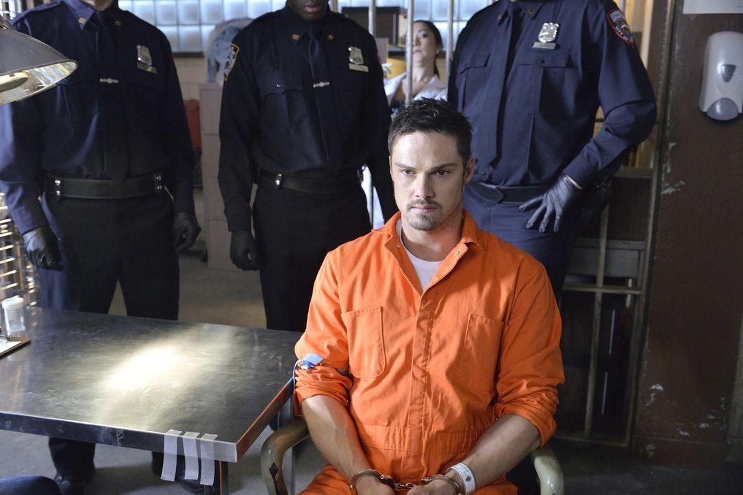 Cat kann es nicht fassen: Vincent (Jay Ryan) wurde wegen Mordes verhaftet und sie vermutet, dass Gabe etwas damit zu tun hat ... - Bildquelle: 2013 The CW Network, LLC. All rights reserved.
