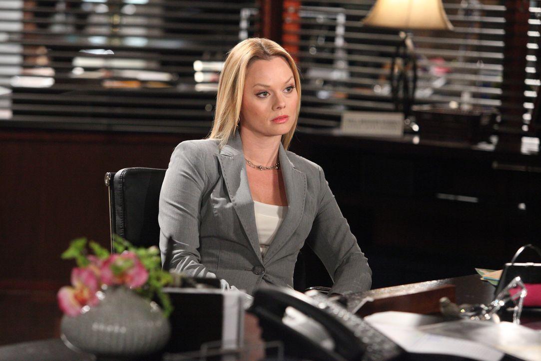 Kim (Kate Levering) ist nach der verdeckten FBI-Aktion in der Kanzlei stocksauer auf Parker. Sie wirft ihm vor, sie nicht als Partnerin der Kanzlei... - Bildquelle: 2012 Sony Pictures Television Inc. All Rights Reserved.