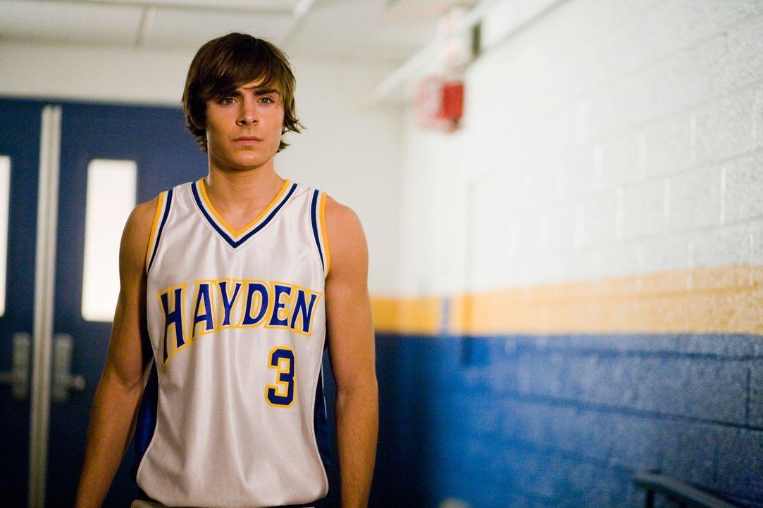 Erhält die einmalige Chance, seinen Lebensweg zu verändern: Mike (Zac Efron) ... - Bildquelle: 2008   Warner Bros.