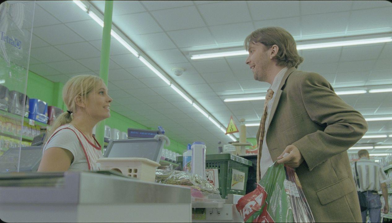 Günther (Christian Ulmen, r.) ist 33, arbeitet beim Gewerbeaufsichtsamt und treibt sich regelmäßig auf einer Online-Partnerbörse rum. Bislang mit mä... - Bildquelle: Warner Brothers